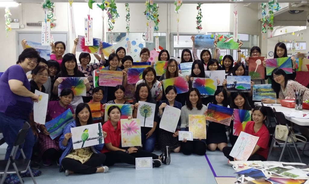 Amy CHOI Wai Ming (center) and a group of kindergarten teachers share some results of their two-handed artwork from a Double Doodle Play course held in Hong Kong, fall of 2015.